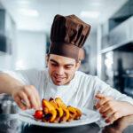 Un cuisinier non-juif dans un restaurant Cacher
